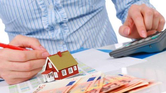 Каков расчет налогообложения, если дарственная на квартиру оформляется между близкими родственниками
